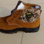 高密劳保厂供应886羊毛里反绒牛皮防护鞋劳保棉鞋